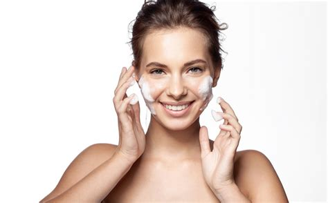 Wash Your Face: 20 Face-Washing Habits That Are Aging Your